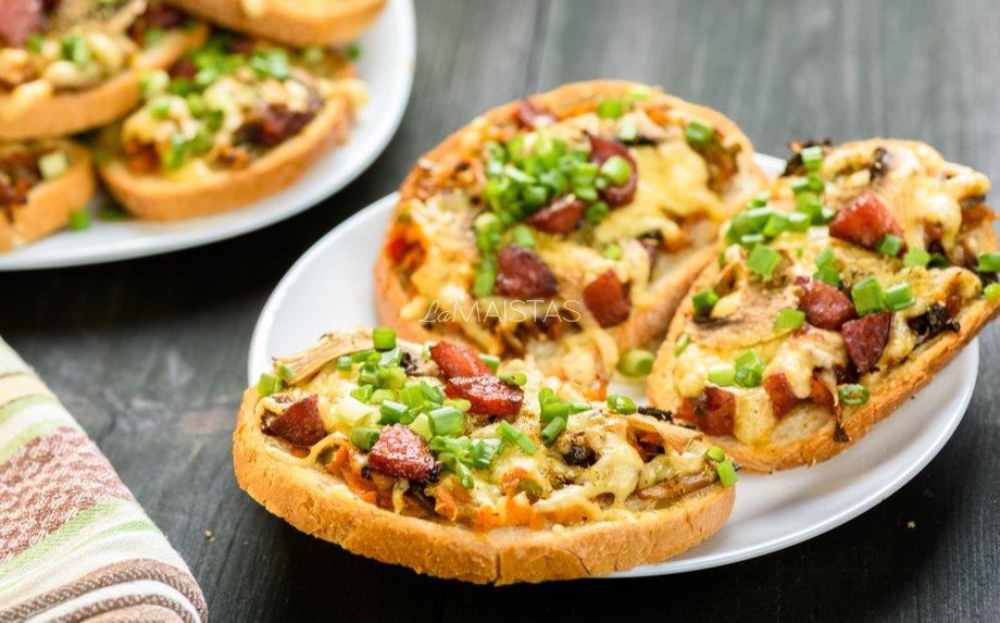 Karšti sumuštiniai su dešryte ir morkomis