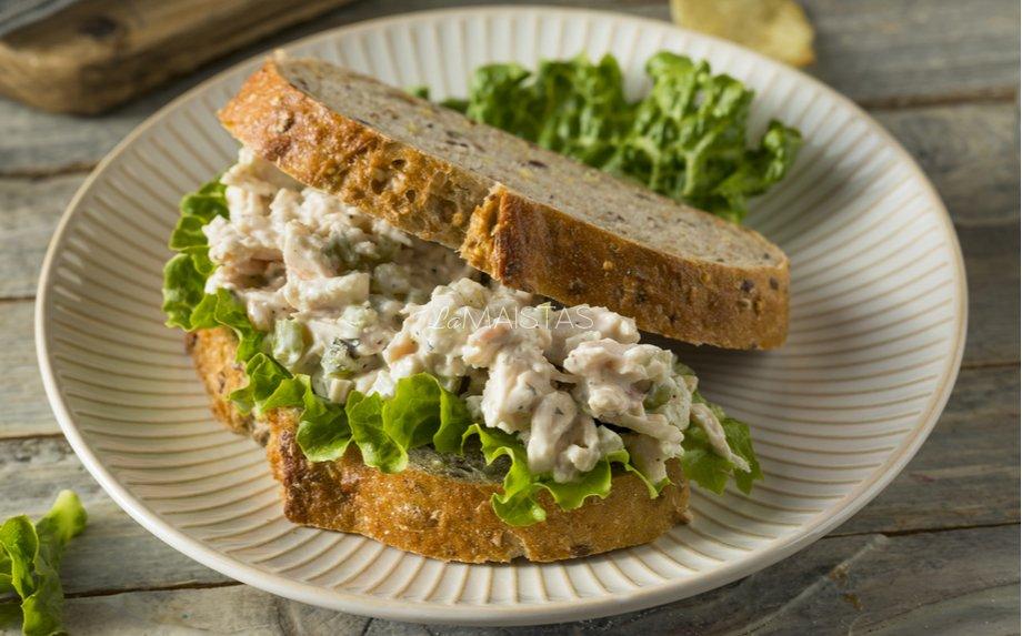 Pusryčių sumuštiniai su vištienos salotomis