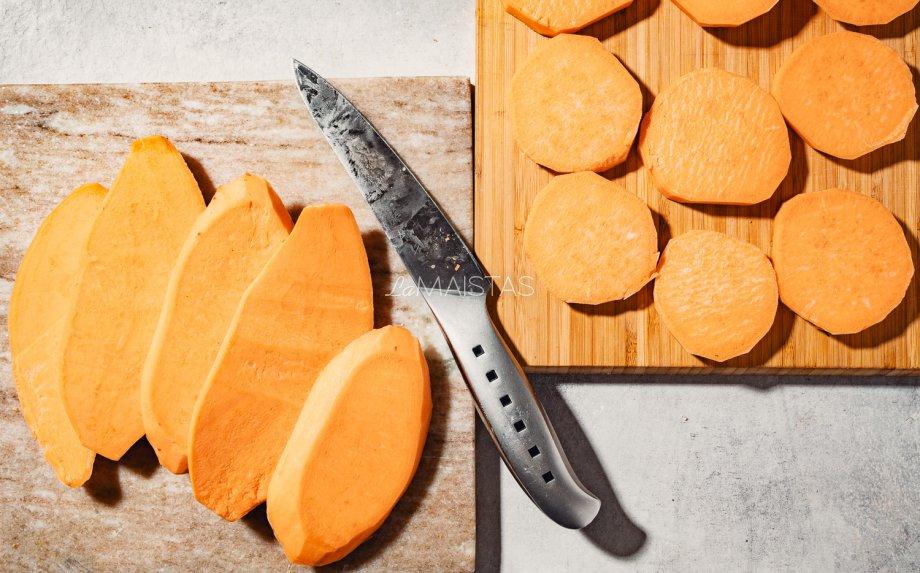 Saldžių bulvių užkandėlės su silke