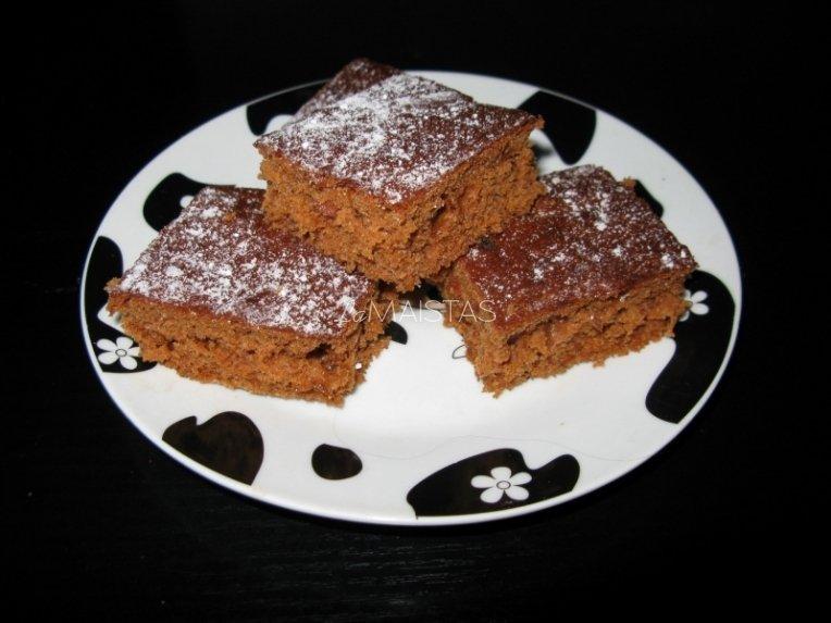Pyragas su braškių uogiene