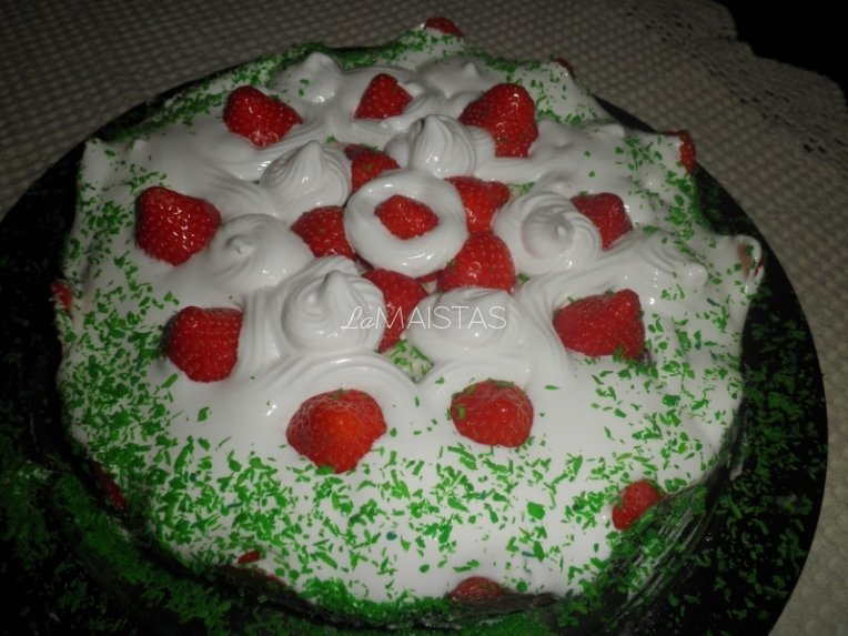Varškės tortas su braškėmis