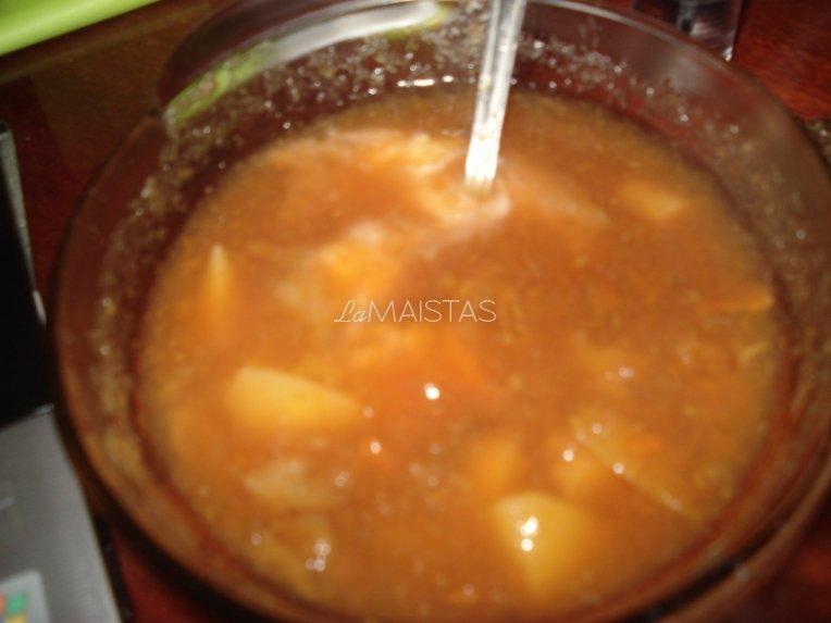 Trintų burokų, morkų ir obuolių sriuba