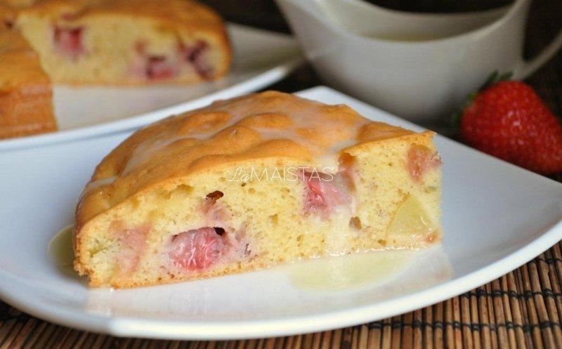 Braškių ir persikų pyragas