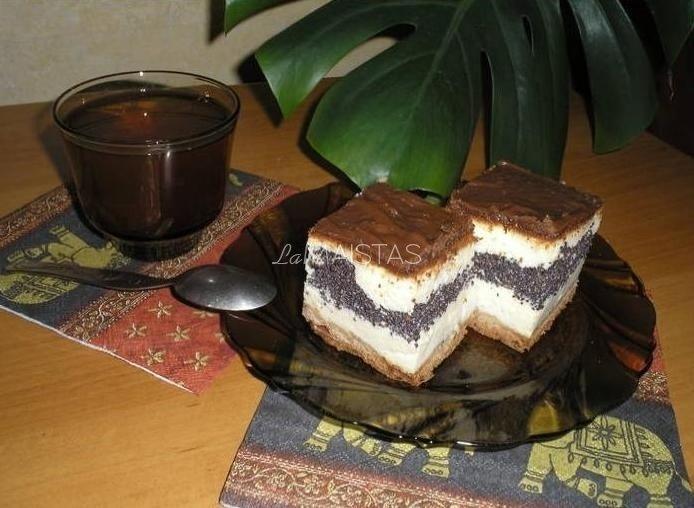 Varškės ir aguonų pyragas