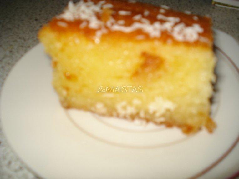 Manų kruopų pyragas cukraus sirupe