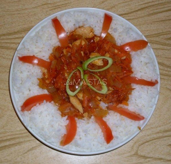 Vištienos krūtinėlė, troškinta  su pomidorų padažu