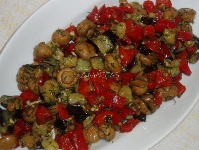Šiltos baklažanų salotos