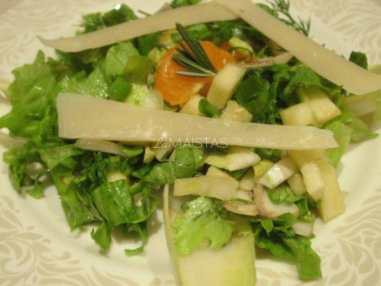 Obuolių ir sūrio salotos