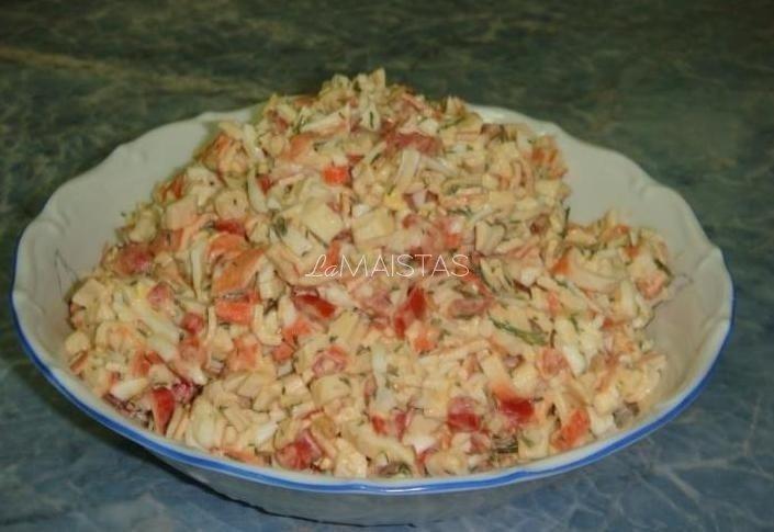 Pomidorų ir krabų lazdelių salotos