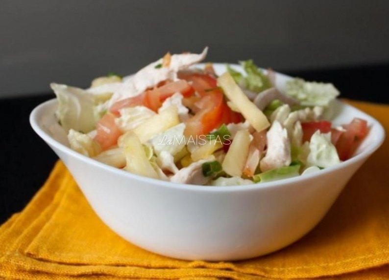 Daržovių salotos su virta vištiena