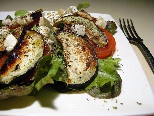 Baklažano salotos su keptu sūriu
