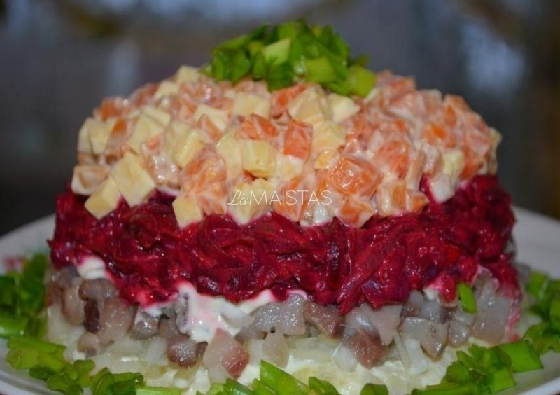 Lietuviškos salotos su silke
