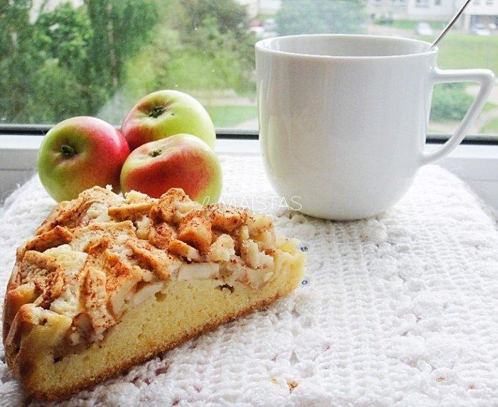 Pyragas su obuoliais