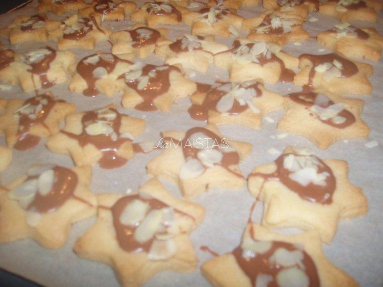 Sviestiniai sausainukai su šokoladiniu glajumi