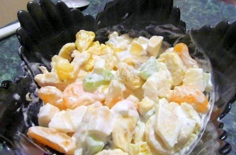 Vaisių ir ledų salotos