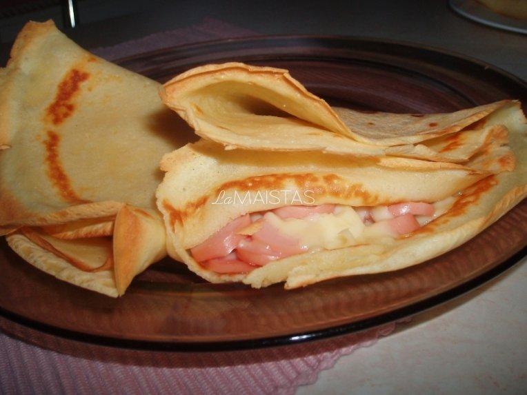 Lietiniai su dešrelių ir sūrio įdaru apkepti orkaitėje