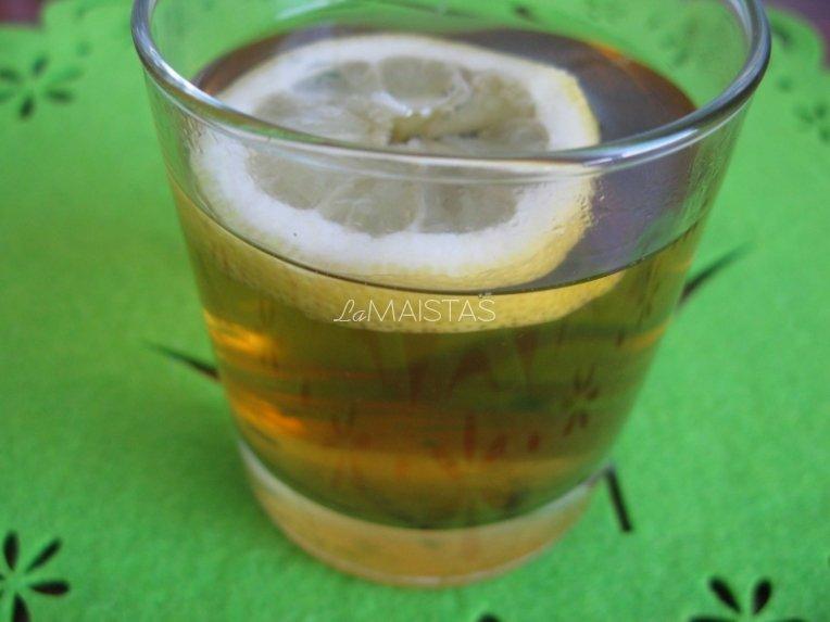 Mėtų - melisų arbatos gėrimas