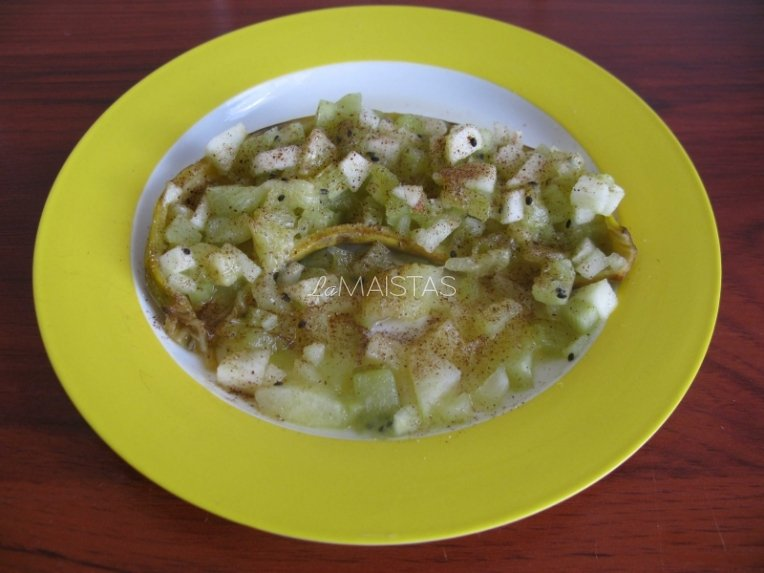 Keptos vaisių salotos