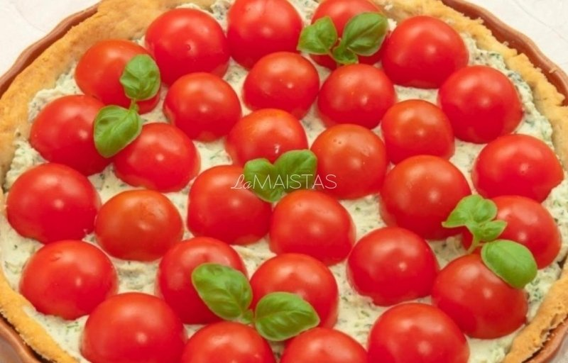 Pyragas su rikota sūriu ir pomidorais