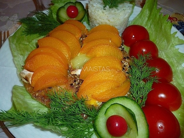 Vištiena su persikais