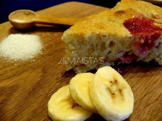 Bananų ir braškių pyragas