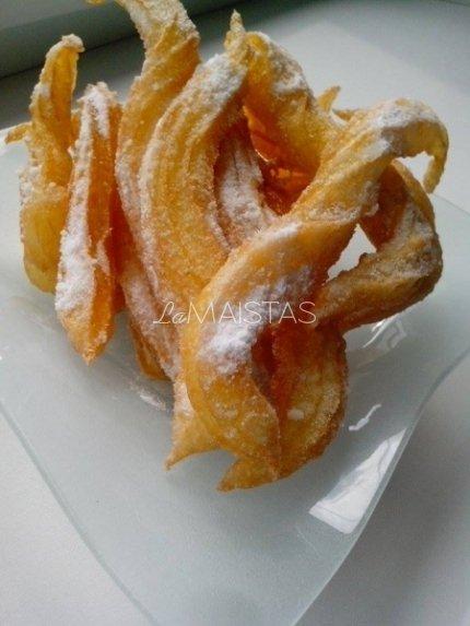 Churros (ispaniškos plikytos tešlos spurgos)