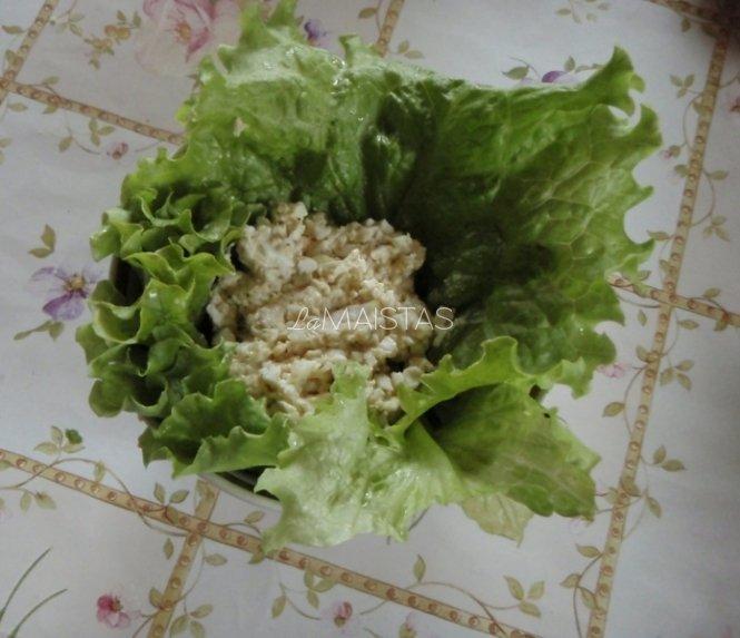 Sūrio salotos su garstyčiomis