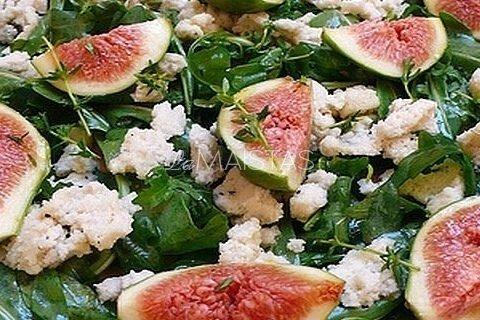 Rukolos salotos su figomis