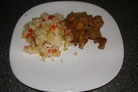 Troškintos vištienos kepenėlės su ryžių garnyru
