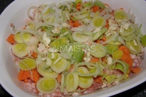 Labai lengvas ir sotus maltos mėsos apkepas su daržovėmis