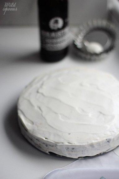 Šokoladinis alaus biskvito tortas su rikota ir sūdyta karamele