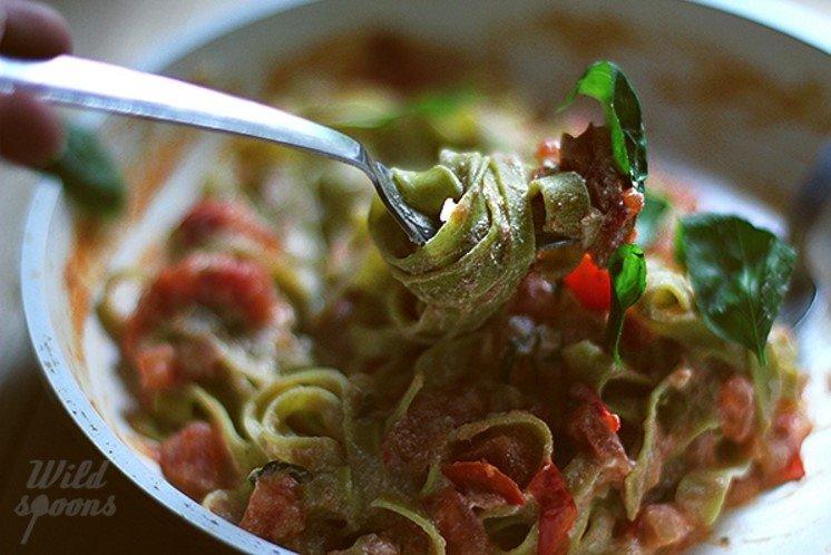Tagliatelle makaronai su rikotos ir pomidorų padažu