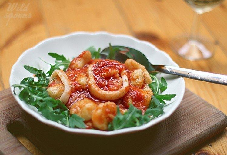 Bulvių virtinukai Gnocchi su pomidorų ir kalmarų padažu