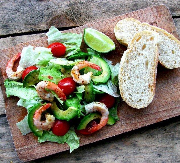 Gaivios salotos su krevetėmis ir avokadu