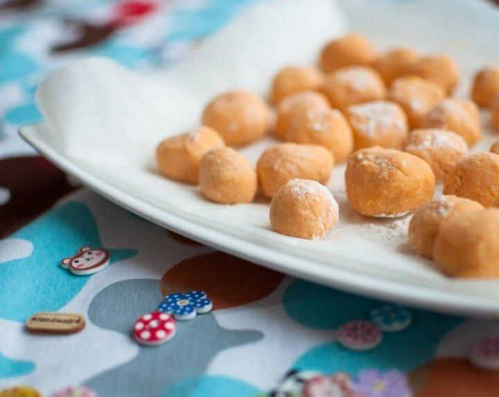 Skanučiai varškėtukai su saldžiomis bulvėmis