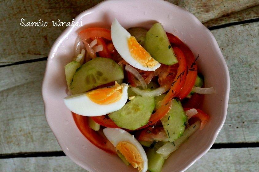 Kaimiškos pavasario salotos