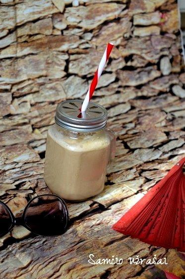 Šaltas kavos ir ledų kokteilis