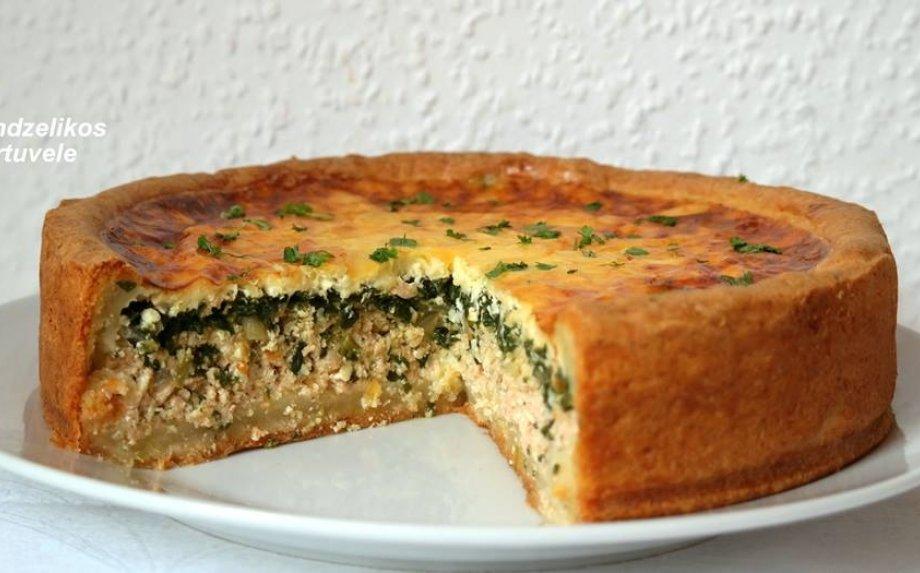 Šventiškas varškinės tešlos pyragas su lašiša ir špinatais