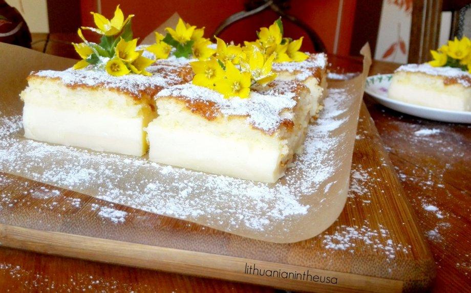 Magiškas pyragas, kuris susisliuoksniuoja pats