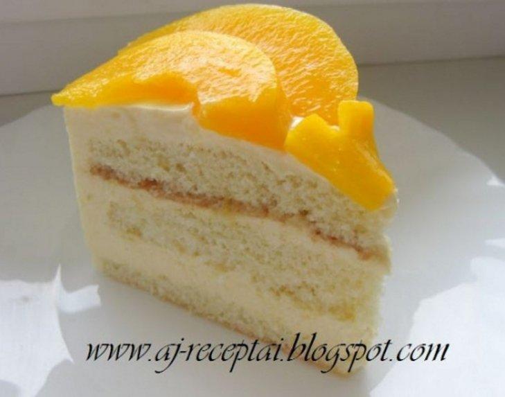Gaivus tortas su jogurtiniu kremu ir konservuotais vaisiais