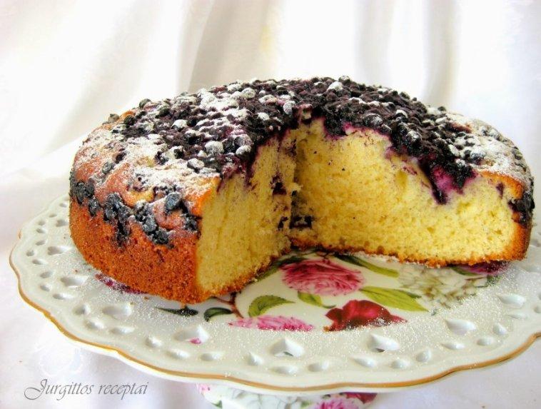 Be galo greitas ir skanus pyragas su šaldytomis uogomis
