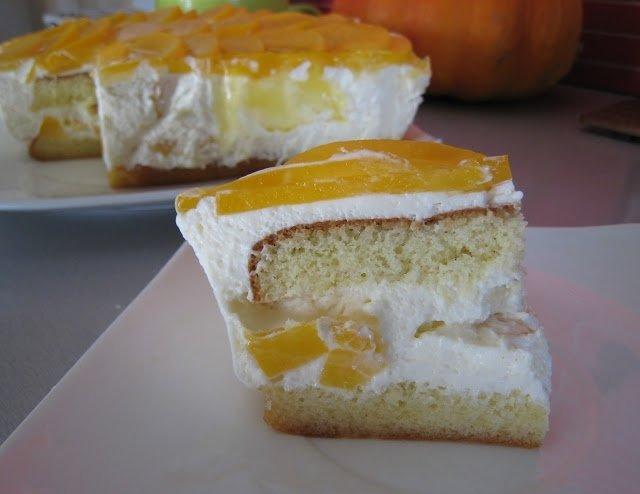 Lengvas pyragas su konservuotais persikais