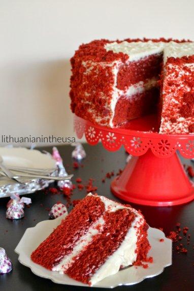 """Tortas """"Raudonasis aksomas"""" su švelniu kremu"""