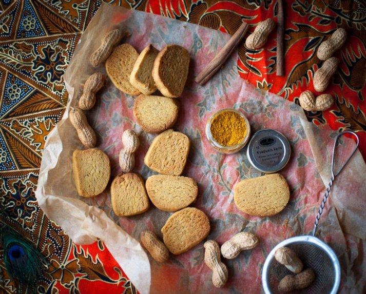 Žemės rie�utų sviesto sausainiai su kariu