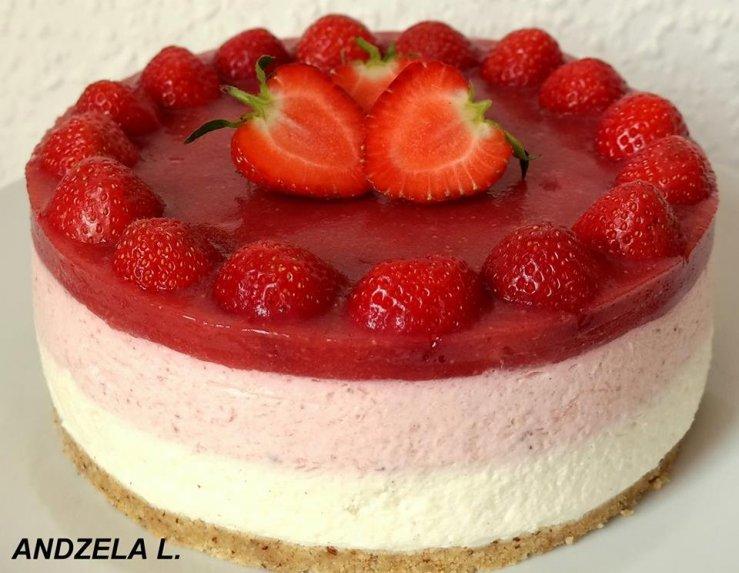 Gaivus nekeptas braškinis tortas su jogurtiniu kremu