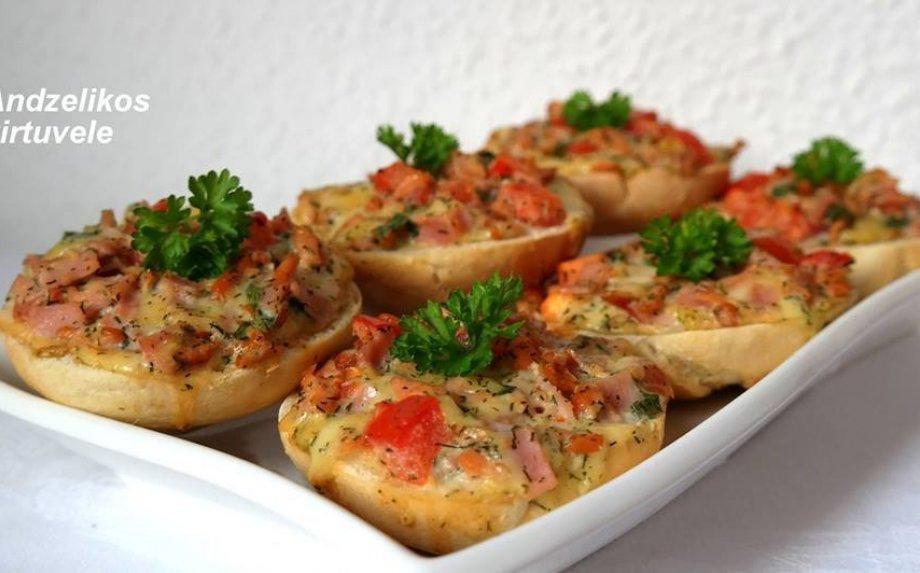 Karšti sumuštiniai su mėsyte, sūriu ir garstyčių padažu