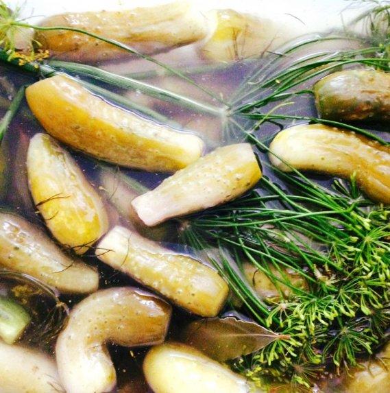 Traškūs silpnai raugti agurkėliai