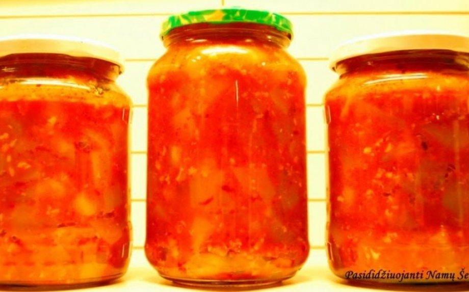 Cukinijos žiemai su česnaku ir pomidorų padažu