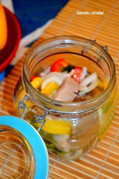 Naminė marinuota silkė pagal močiutės laikų receptą