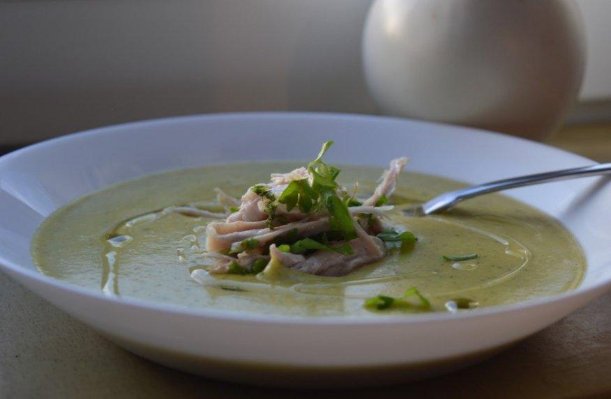 Trinta cukinijų sriuba su vištiena ir sūriu
